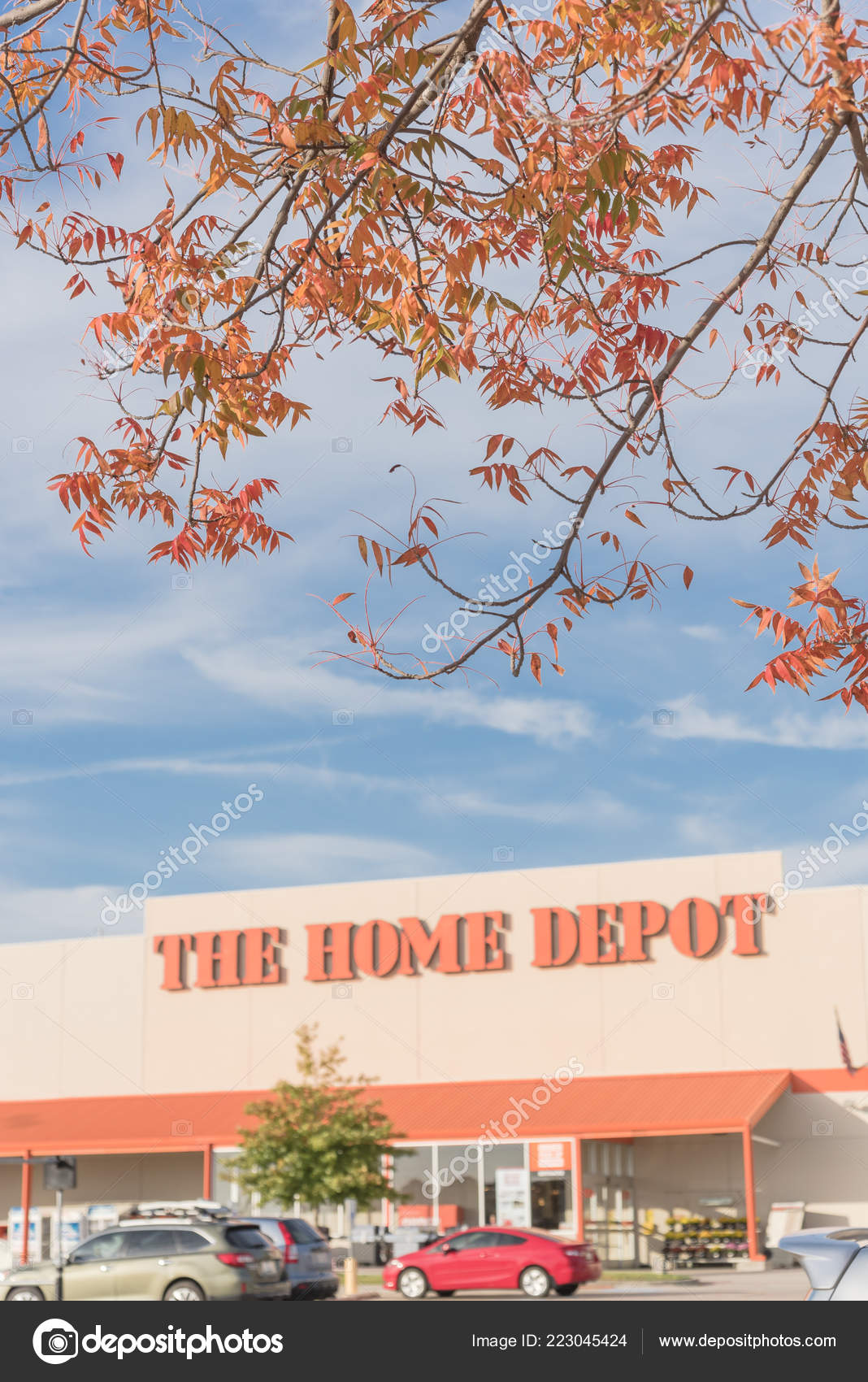 Irving Oct 2018 Home Depot Exterior Storefront Autumn Leaves Color