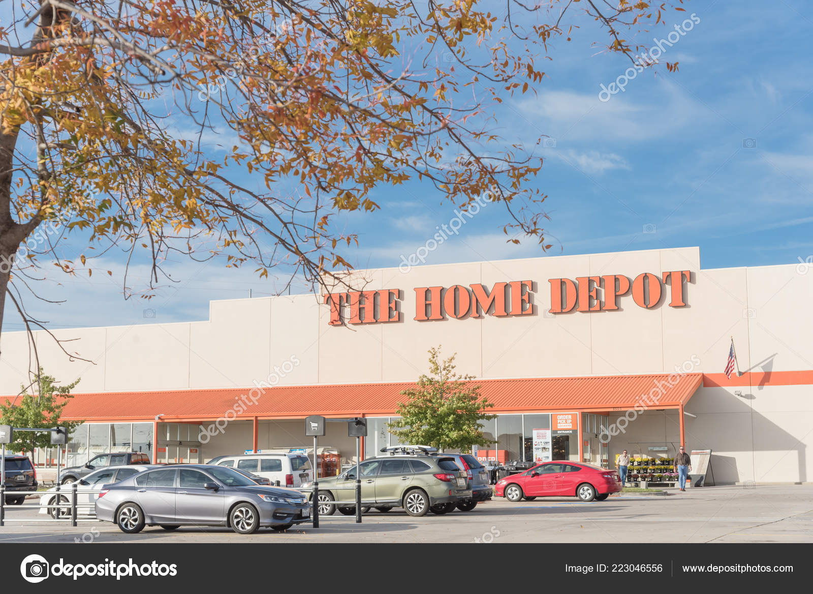 Irving Oct 2018 Home Depot Exterior Storefront Outdoor Parking Lots