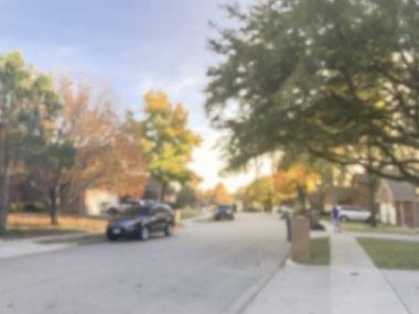 """Картина, постер, плакат, фотообои """"Затуманенное абстрактный типичный американский соседство с ряда жилых односемейного дома и припаркованные автомобили на улице. Красочные осенние листья, осенью листва пригороде Далласа, Техас"""", артикул 230370324"""
