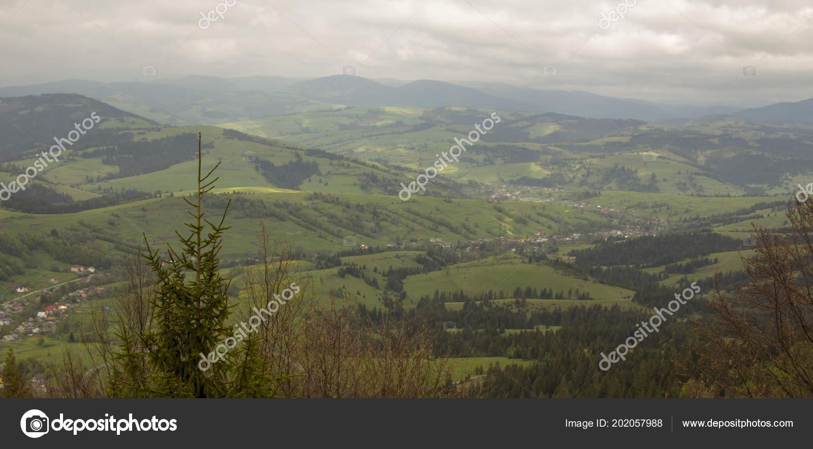 Bewolkt Weer In De Bergen De Oekraïense Karpaten Stockfoto