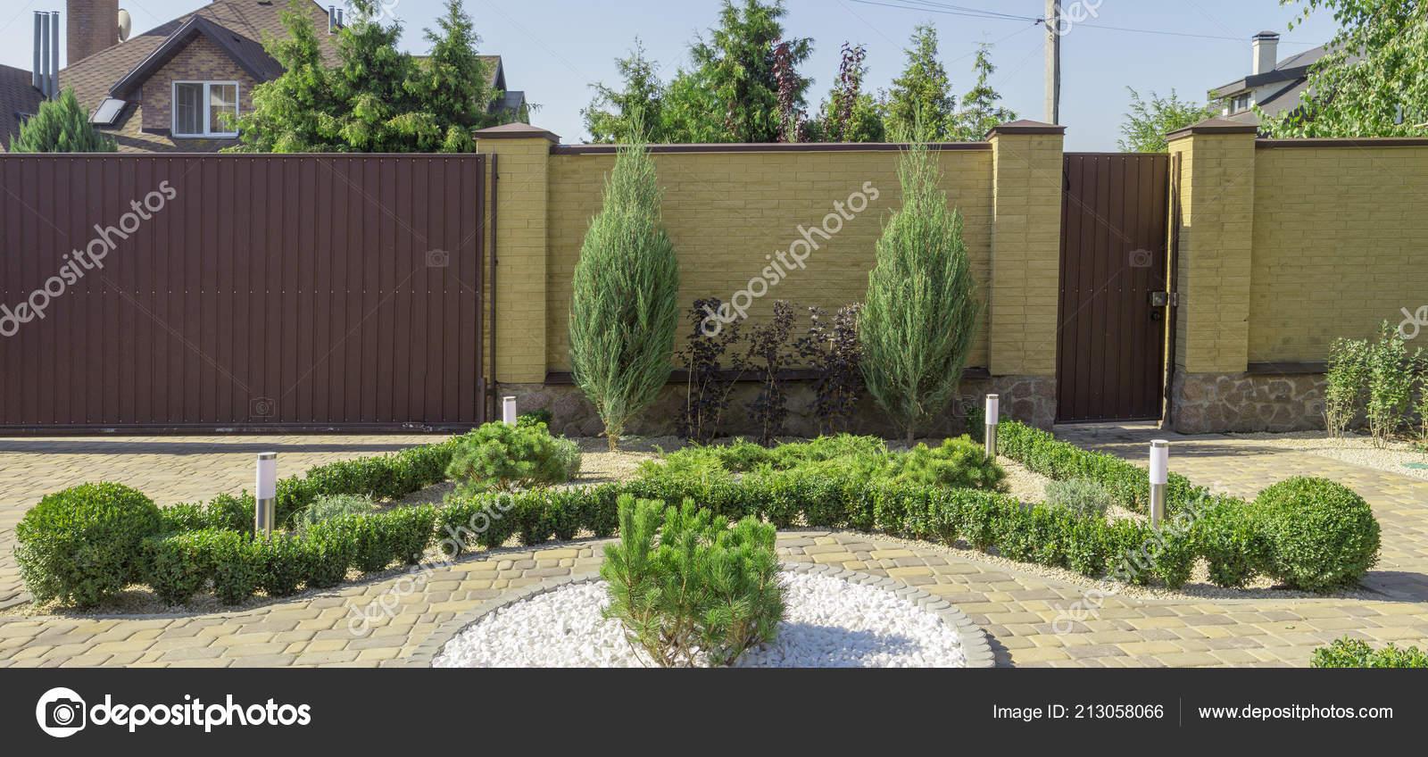 Moderne Gartengestaltung Nadelbäume Pflanzen Garten ...