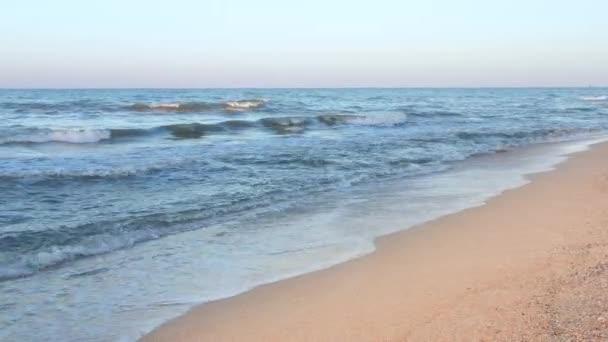 Tropická karibská pláž. Oblíbená turistická destinace.