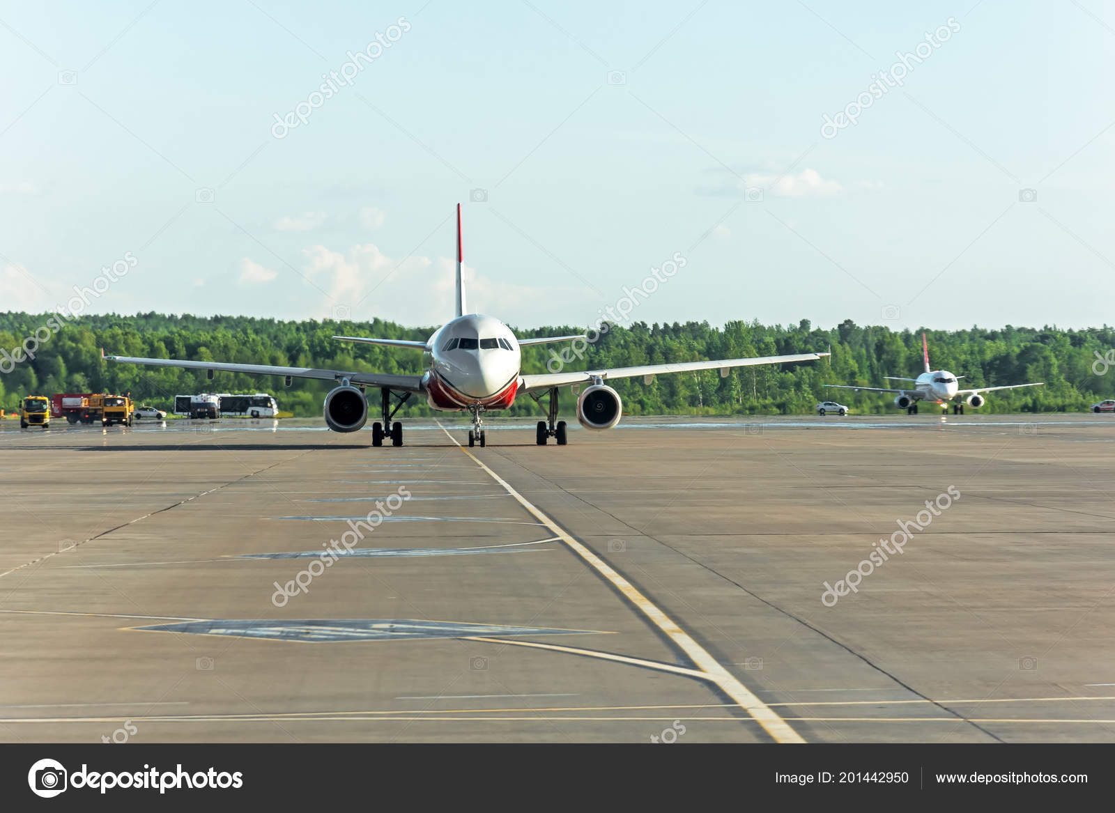 Airplane Taxiing Apron Airport Asphalt Visible Marking