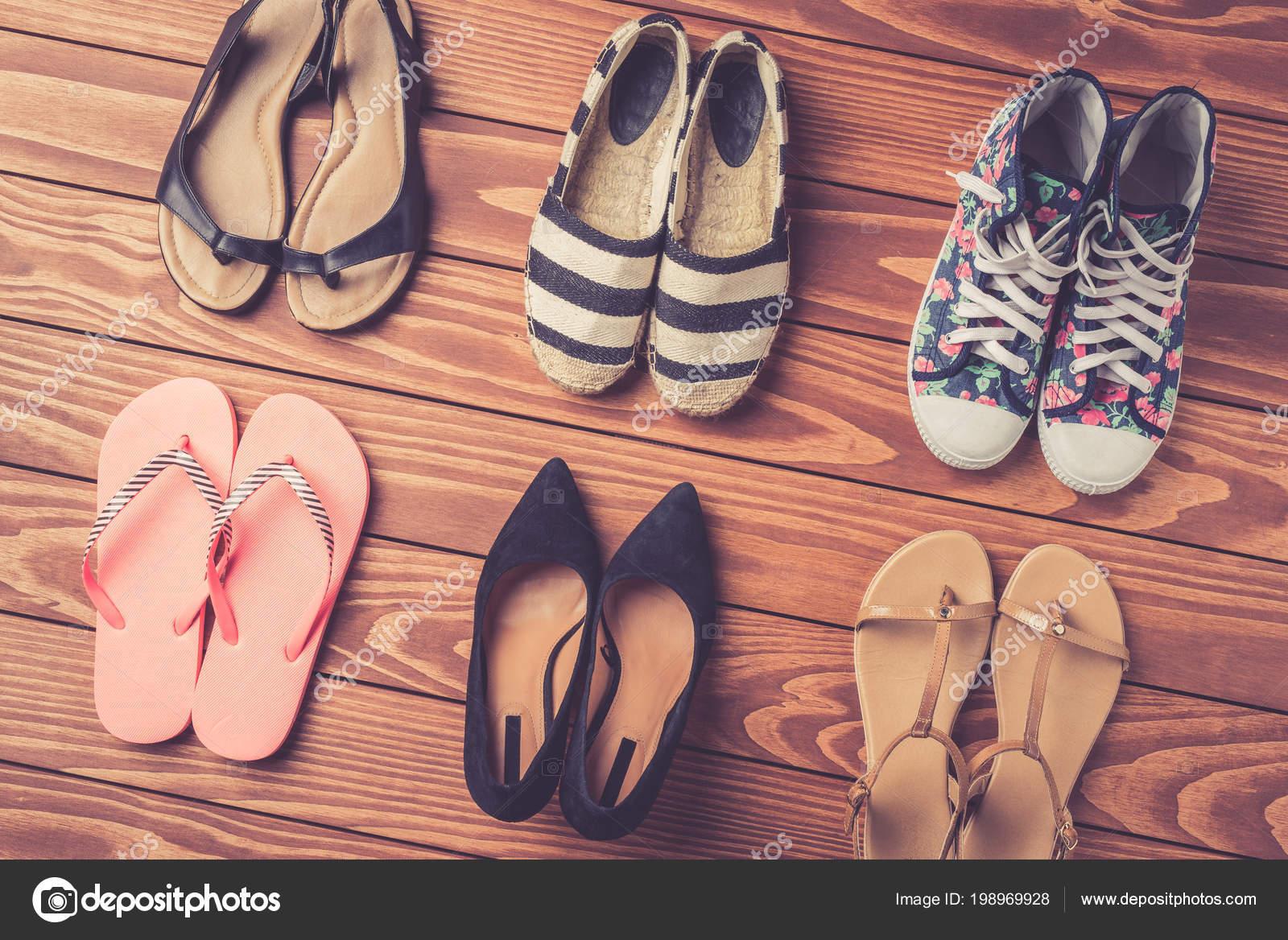 — Fotos Fondo Zapatos Stock De Mujer Colección Madera Sobre TUgwqP