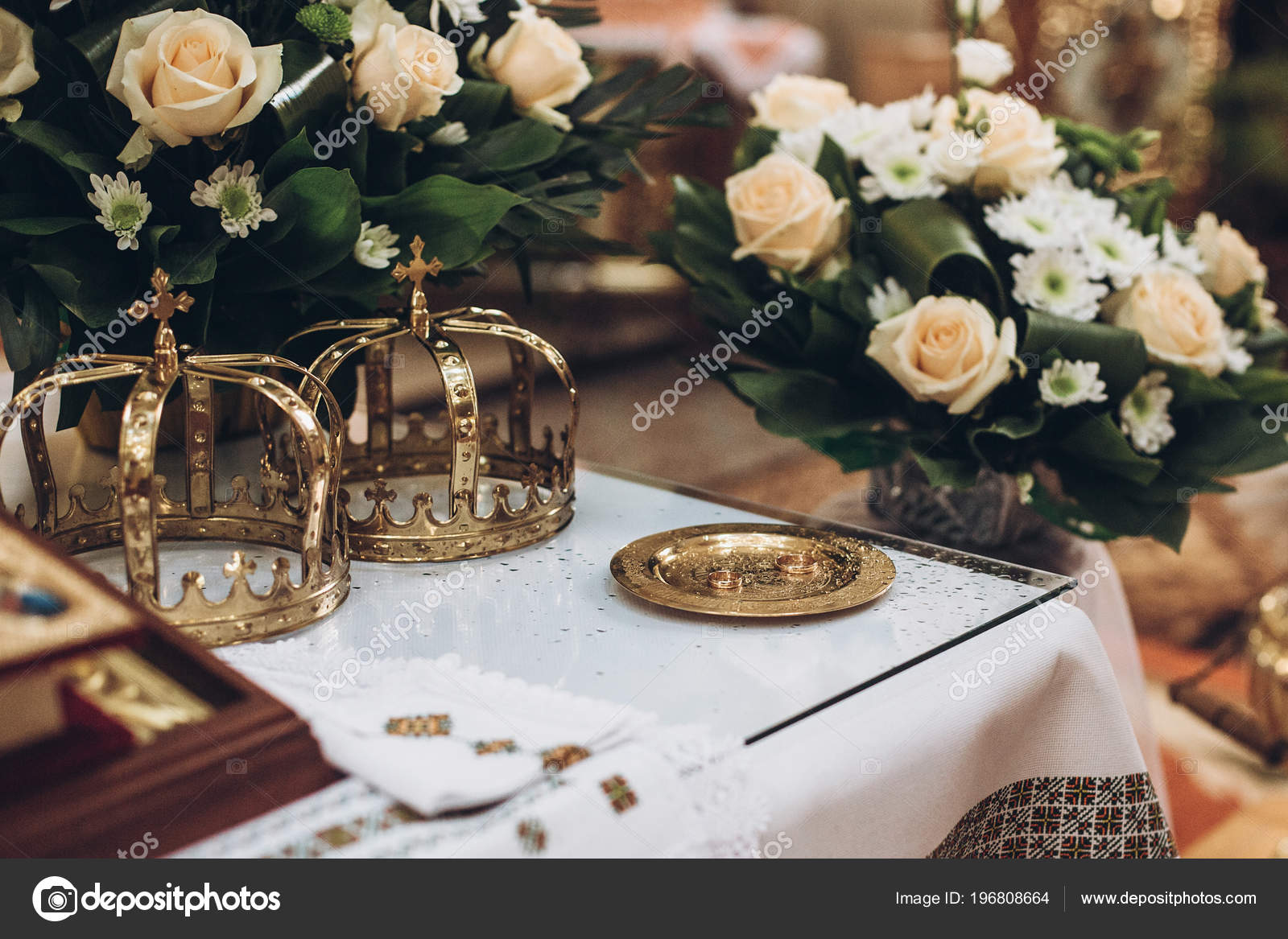 Matrimonio Religioso Biblia : Coronas oro biblia anillo boda altar iglesia matrimonio novia