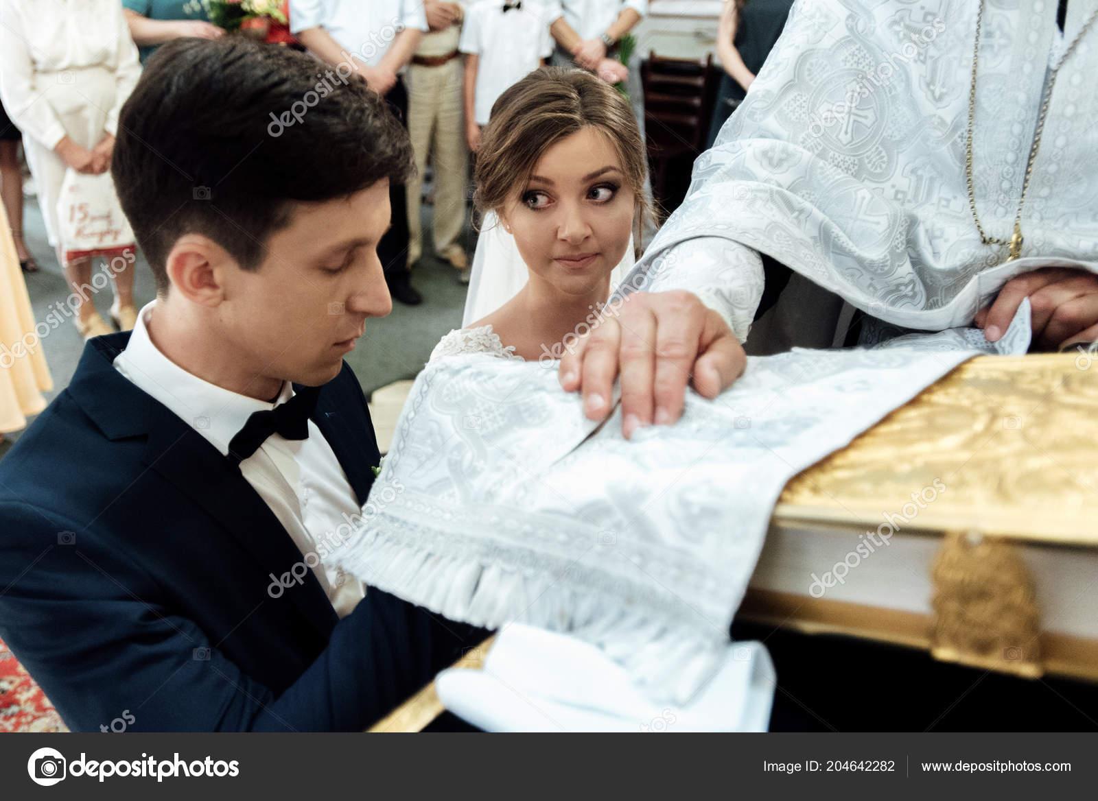 91e3e590d Madrina Lujo Elegante Novio Hacer Juramentos Ceremonia Boda Emocional —  Foto de Stock