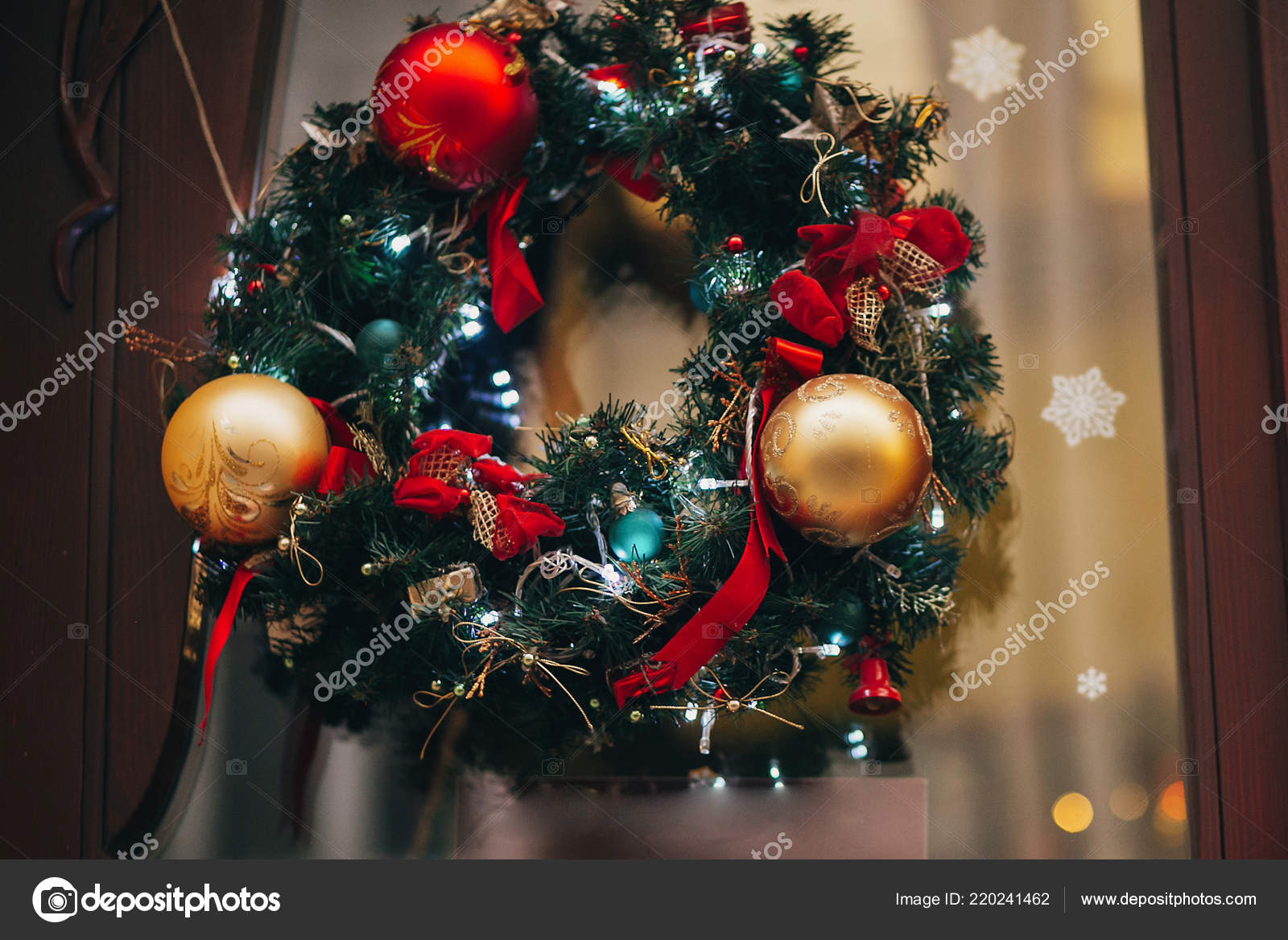 Traditional Christmas Lights.Traditional Christmas Wreath Red Baubles Gold Ornaments