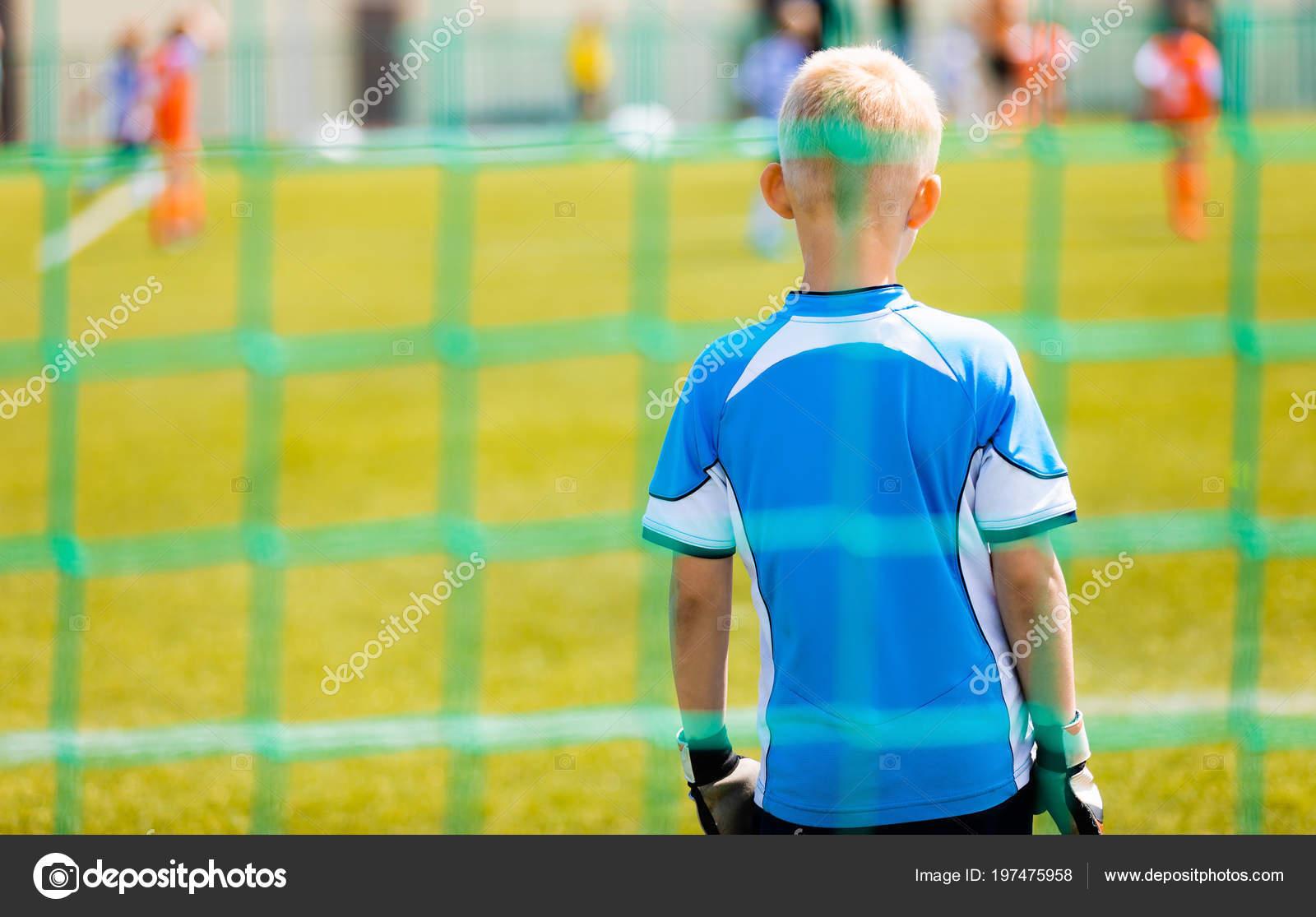 Футбол Навчання Гра Дітей Молодий Хлопчик Футбольний Воротар Стоячи Гол —  стокове фото e61e5cea7d7f4