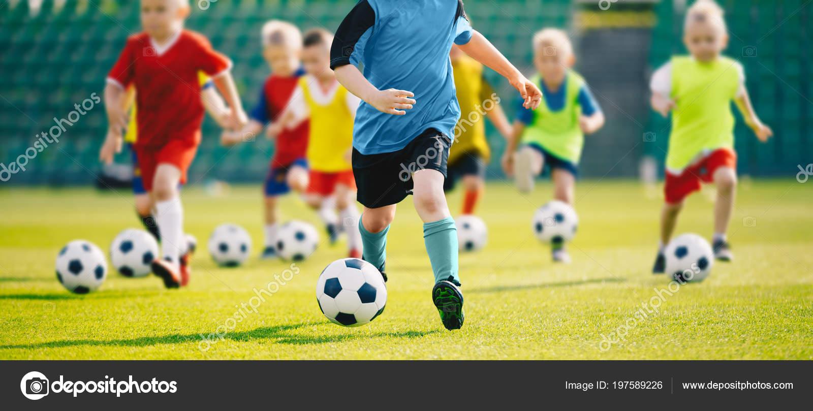 Fútbol Entrenamiento Fútbol Para Niños Sesión Entrenamiento Fútbol Infantil  Los — Foto de Stock 3b75b65e545fd