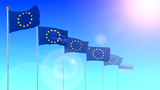 Die Flagge des Staates Estland, Mitglied der Europäischen Union, entwickelt sich im Wind in der Sonne mit einem grellen Licht aus der Linse auf blauem Hintergrund in Großaufnahme.