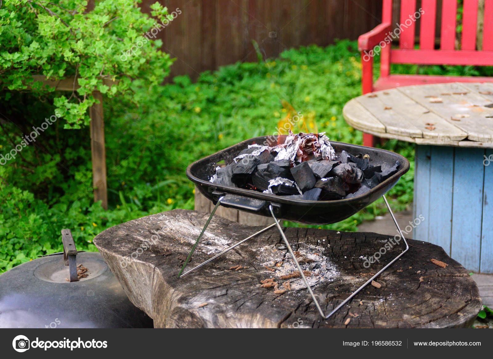 holzkohle bbq barbecue grill garten hintergrund tragbare grillware