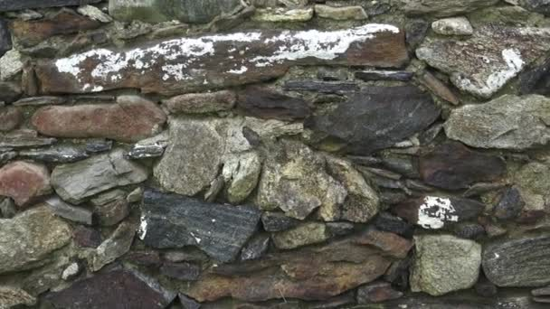 Fragment kamenné zdi. Stará zeď je vyrobena z kamene. Textura nebo pozadí.