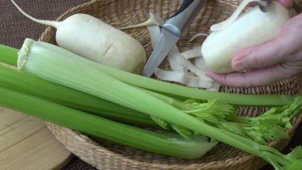 Friss zöldségek retek zeller. Nyers zöldségek