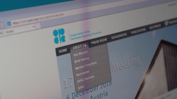 Saransk, Rusko - 3. prosince 2018: Počítačové obrazovce ukazuje podrobnosti o Opec Katar stránky na svých webových stránkách.