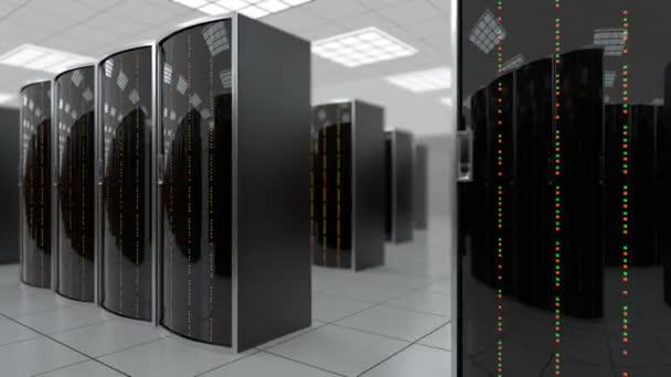 sich langsam durch Serverraum im Rechenzentrum bewegen