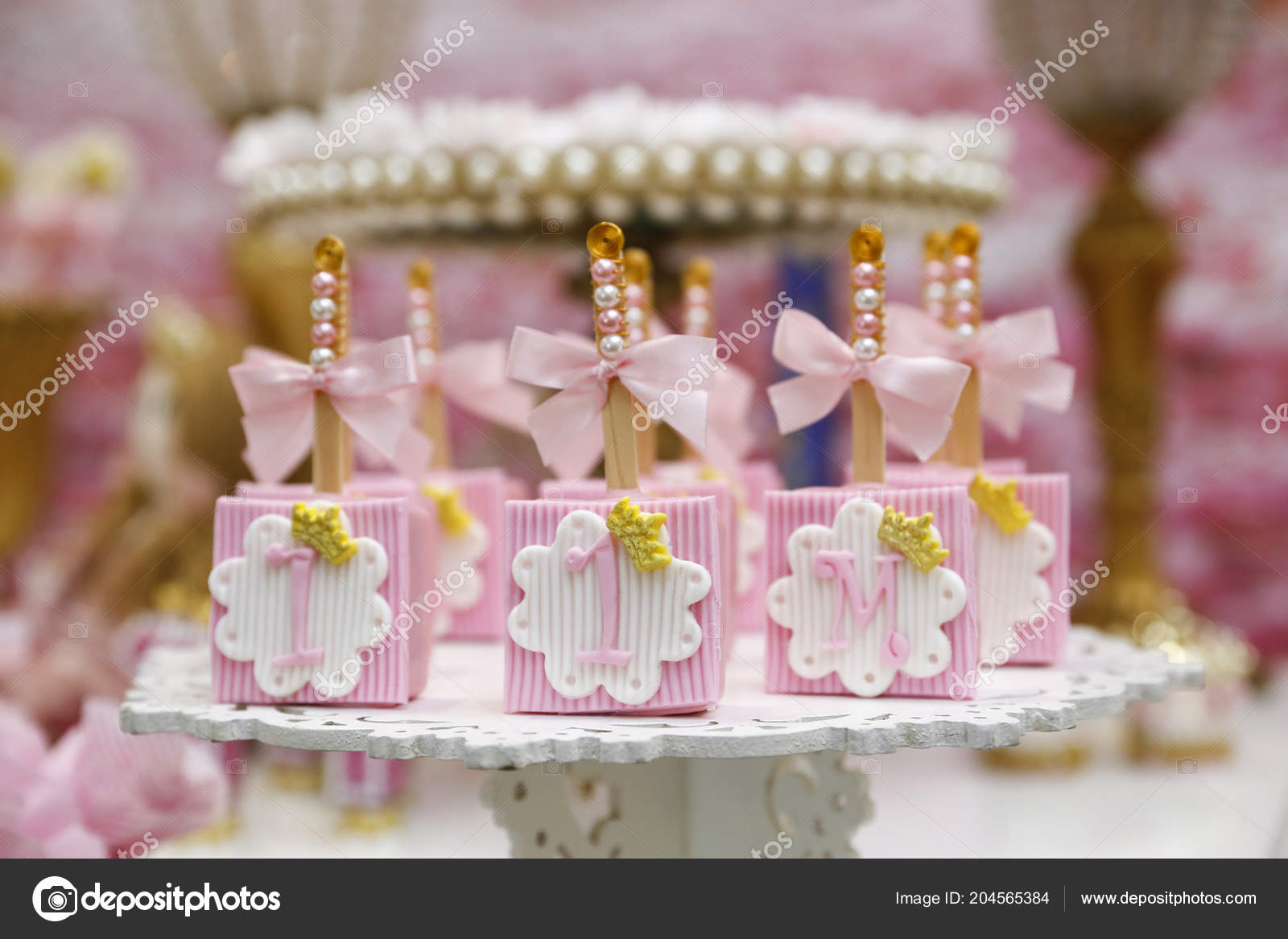 Details Of One Year Old Girls Birthday Decoration