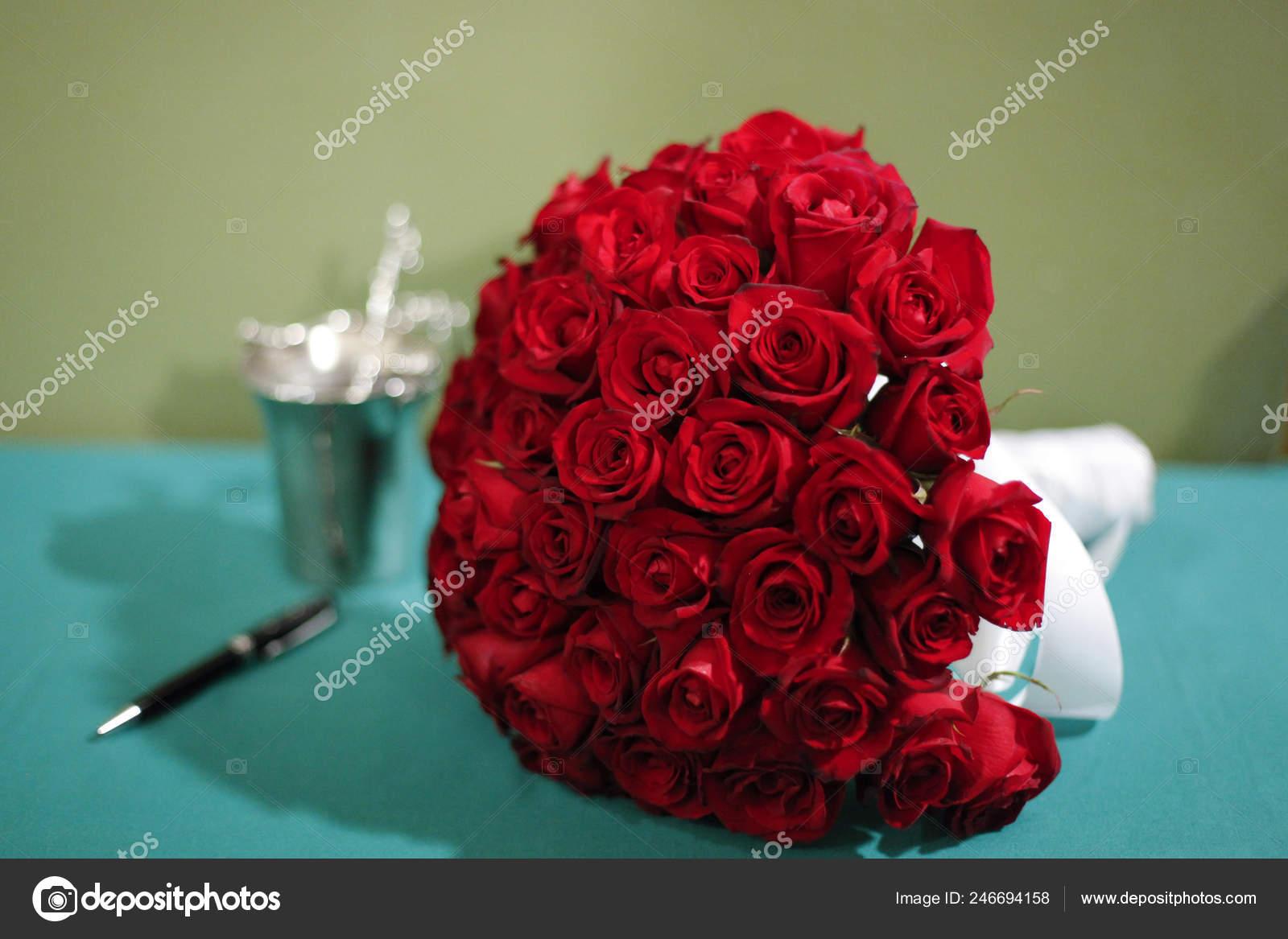 Bouquet Red Roses Arrangement Wedding Detail Brides Red Flowers Stock Photo C Sidneydealmeida 246694158