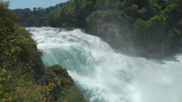 De Watervallen Van Schaffhausen.Schilderachtig Uitzicht Op De Waterval Rheinfalls In Schaffhausen Switzerland