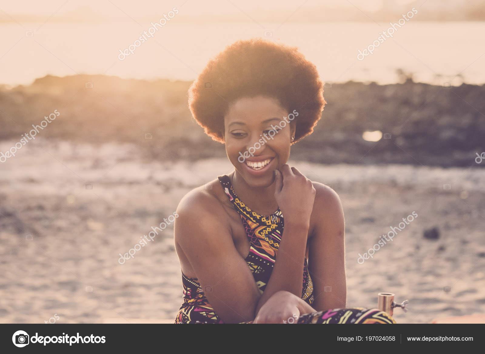 Νεαρή μαύρη κυρία