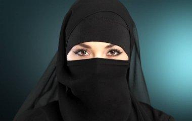 beautiful muslim woman wearing niqab