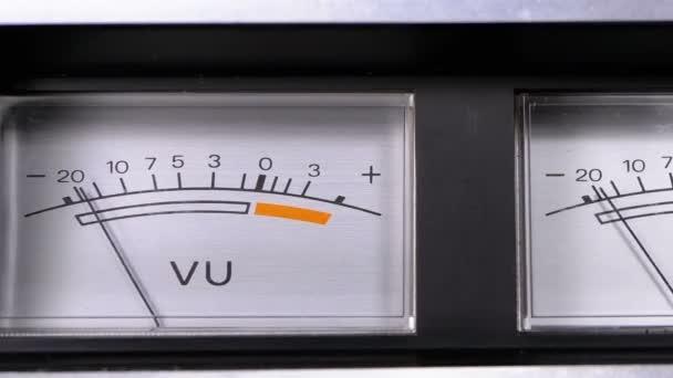 Két régi analóg je jel mérőórák nyíl
