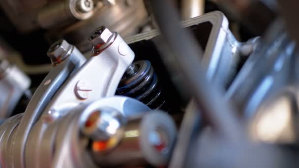 Ventily v motorovém motoru. Motorkářový motor.