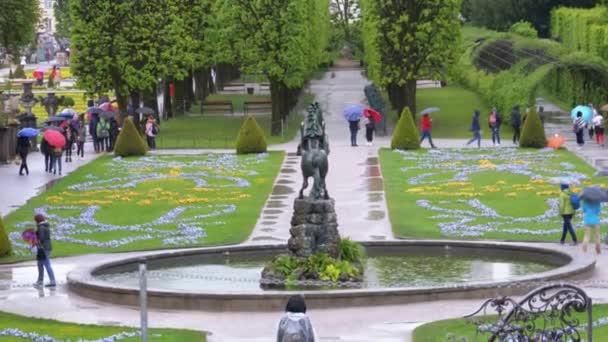 Mirabell Gardens, jeden z nejnavštěvovanějších místo Salcburku
