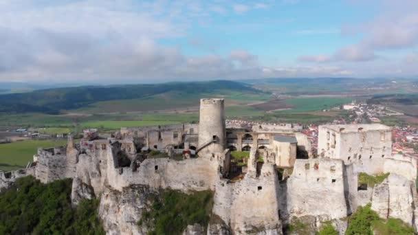 Letecký pohled na Spissky hrad. Slovensko. Rozvaliny kamenného hradu na kopci