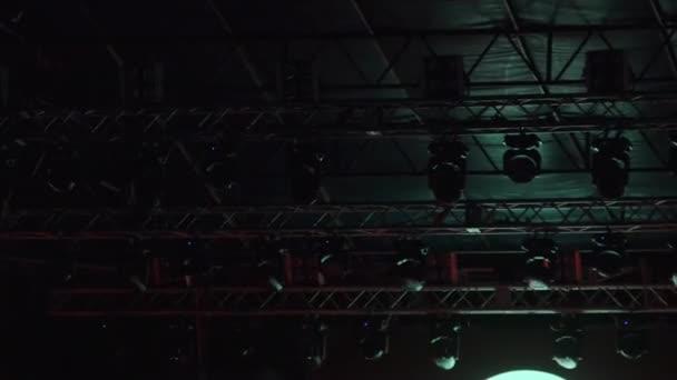 Stage vícebarevné osvětlení. Koncertní světla. Světelné efekty na koncertní pódium