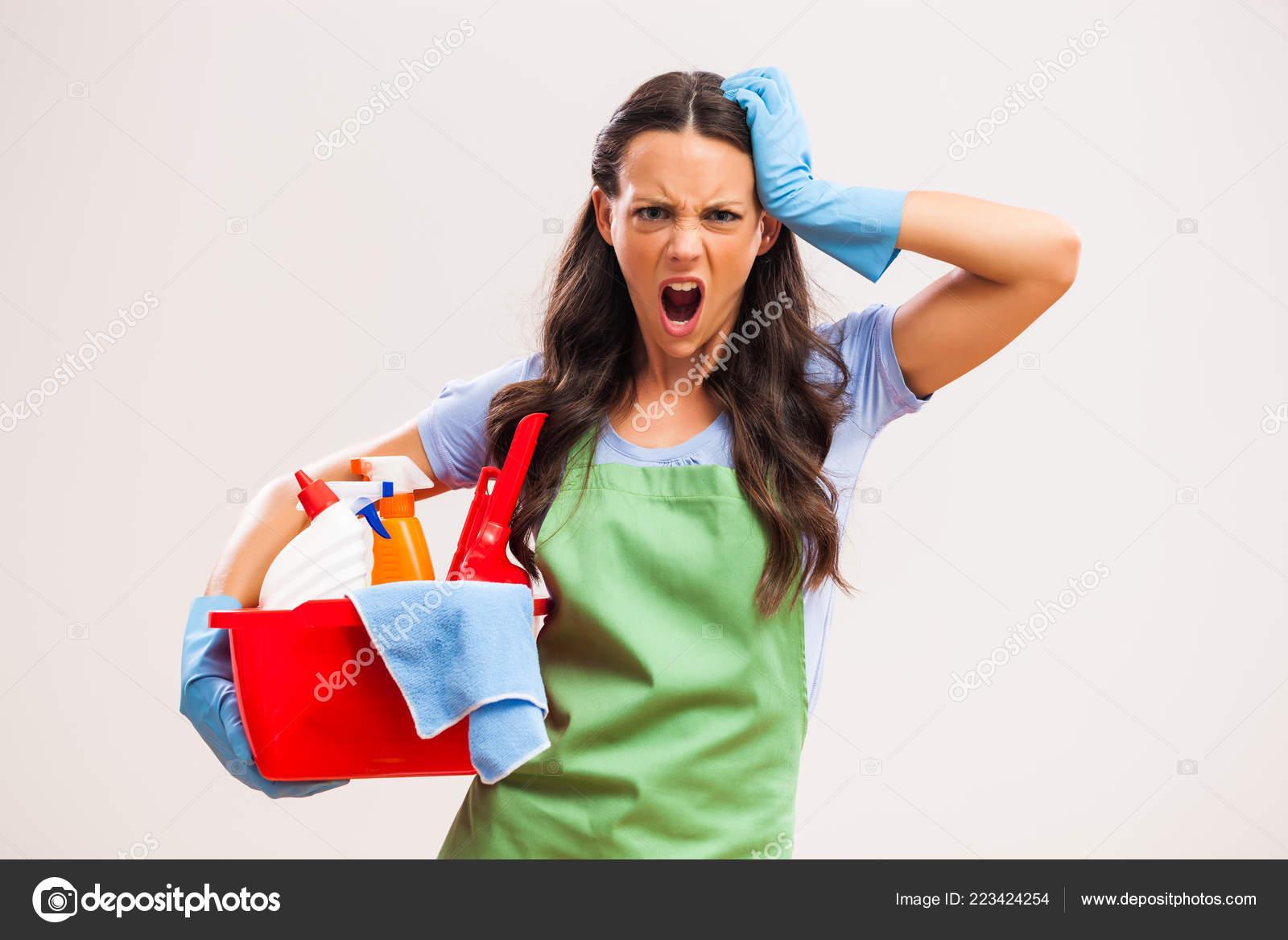 Organizace a realizace každodenních úkolů spojených s domácností často leží na bedrech ženy, která vše musí navíc skloubit i se svým.