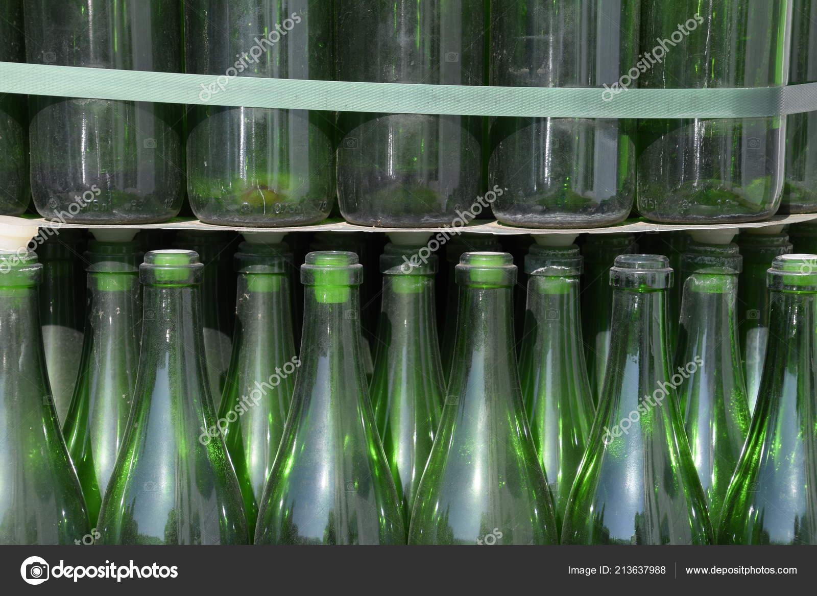 Суёт бутылку от шампанского, Села на бутылку -видео. Смотреть Села на бутылку 24 фотография