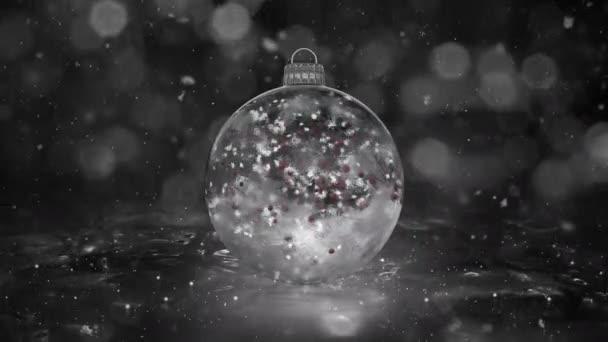 Vánoční bílá LED skleněná cetka dekorace vločky červené koulí na pozadí smyčky