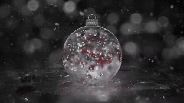 Vánoční White Ice skleněná cetka dekorace sněhová červené lístky pozadí smyčka