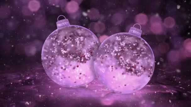 Dvě vánoční růžové ledu skleněné ozdoby dekorace Sněhurka smyčka pozadí červené koulí