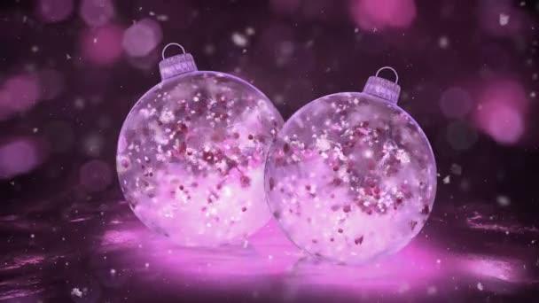 zwei Weihnachten rosa Eisglaskugeln Schneeflocken bunte Blütenblätter Hintergrund Schleife