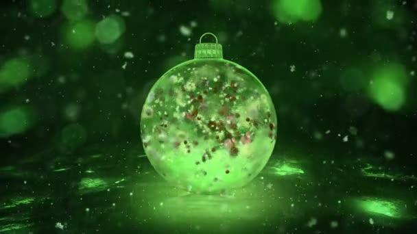 Vánoční zelená LED skleněná cetka dekorace sněhová barevné lístky na pozadí smyčky