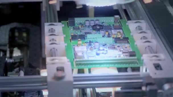 Elektronikus áramköri termelés. Automatizált Circut tábla termel nyomtatott digitális elektronikus kártya. Elektronika bérmunka. Elektronikus chipek gyártása. High-tech