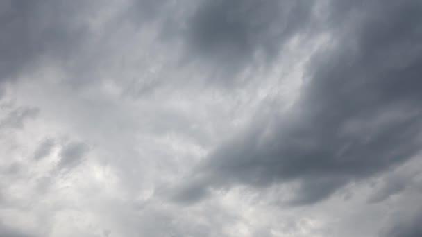 Pohybující se mraky nebes