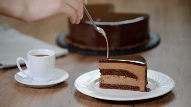 Čokoládový dort. Jím dort čokoládový mousse