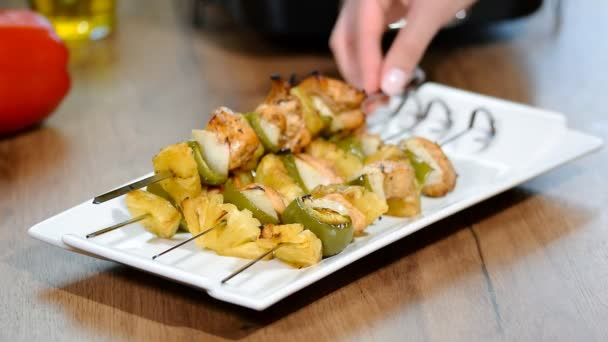 Appetizer chicken kebab with vegetables.