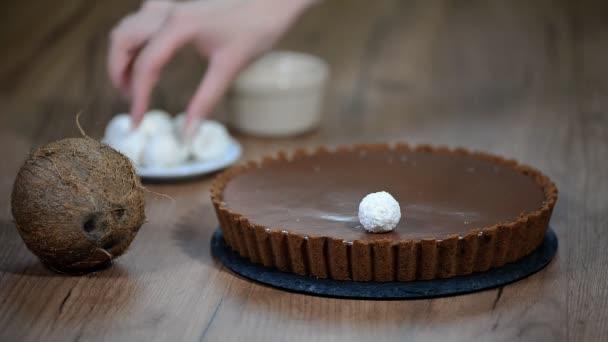 Zdobené čokoládový Kokosový koláč s candy