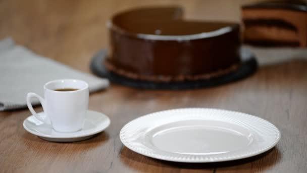 kus Čokoládový mousse dort.
