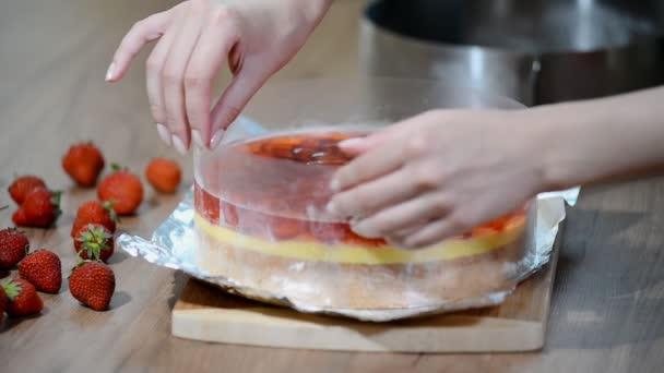 Vaření dort jahodové želé.