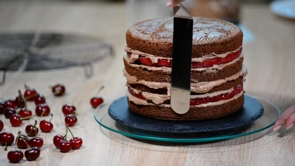 K nepoznání ženské pečivo kuchař Mačkací čokoládový krém na dort chutná vrstva v kuchyni.