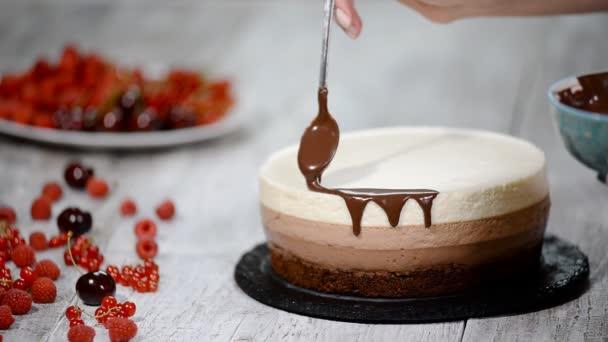 Zdobení dort trojitá čokoládová pěna
