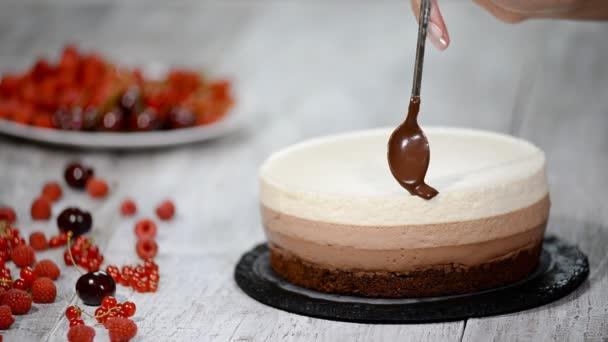 Takže, trojitý Čokoládový mousse dort.