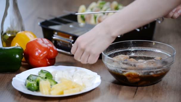 String kuřecí maso a zelenina na špízu