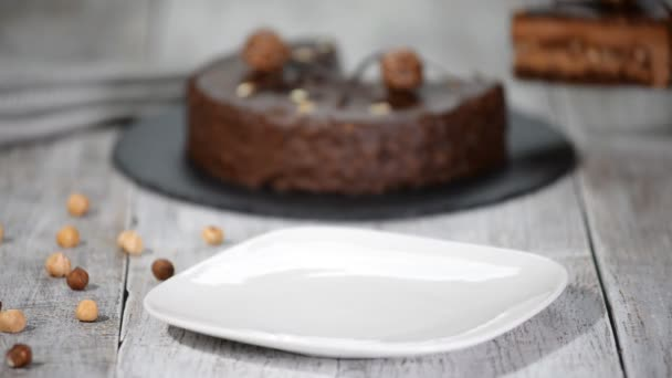 Darab csokoládé torta és jegesedés.