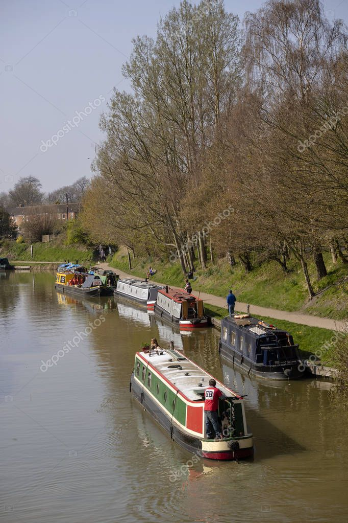 Narrow boats on the Kennet and Avon Canal, Devizes, Wiltshire, England, UK. March 30th 2019. Narrowboats and owners enjoying a sunny Spring day. Picture: Peter Titmuss/ Alamy News Live