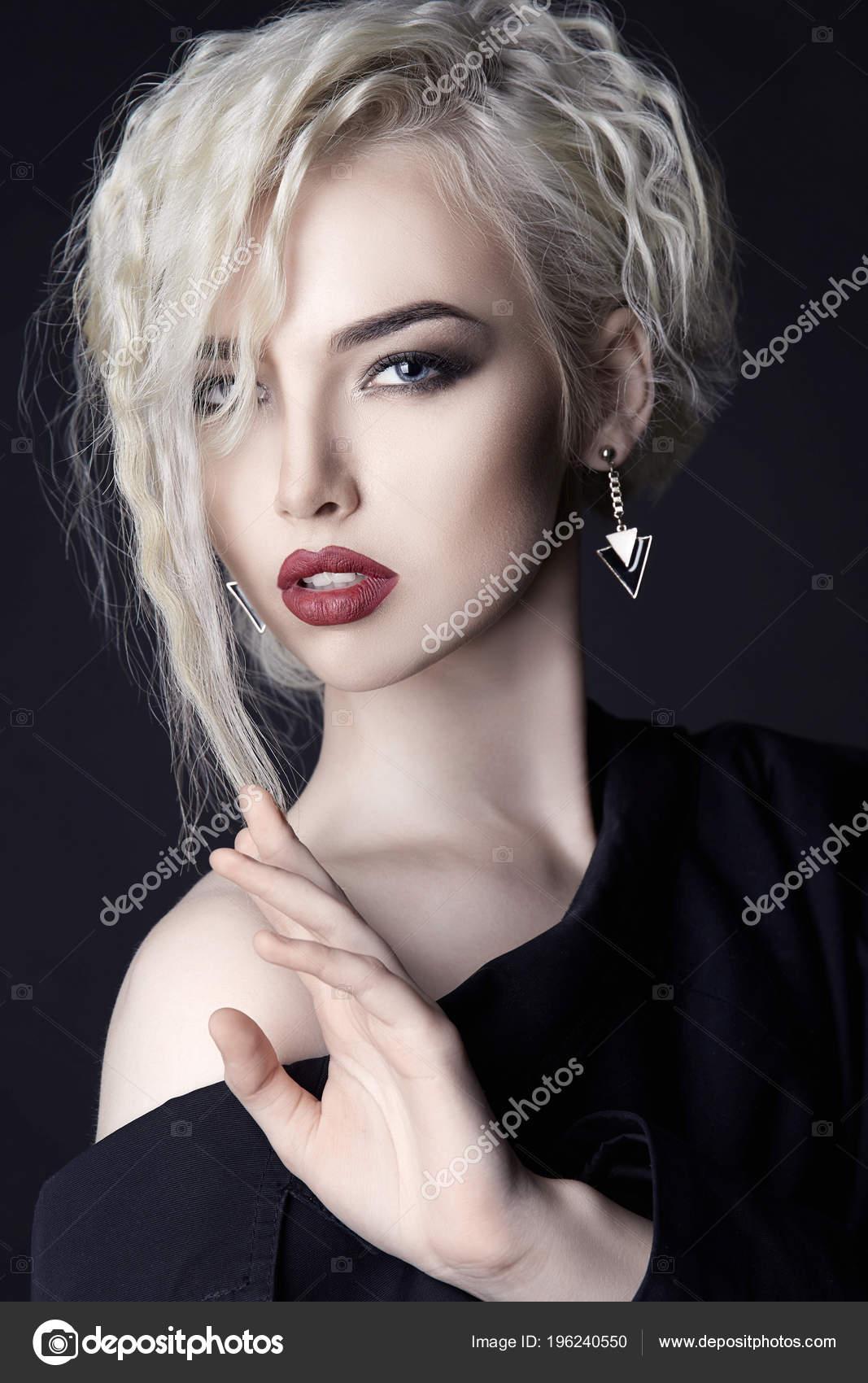 Сексуаная блондинка